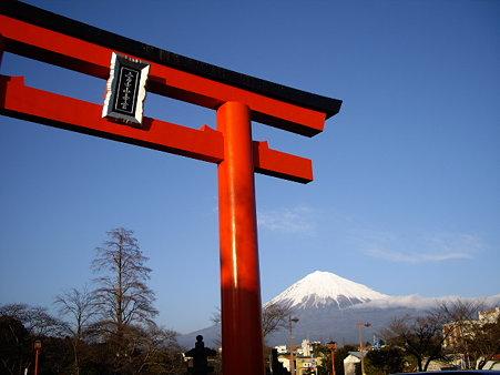 富士山と鳥居