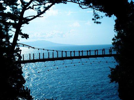 門脇吊橋と城ヶ崎海岸と大島