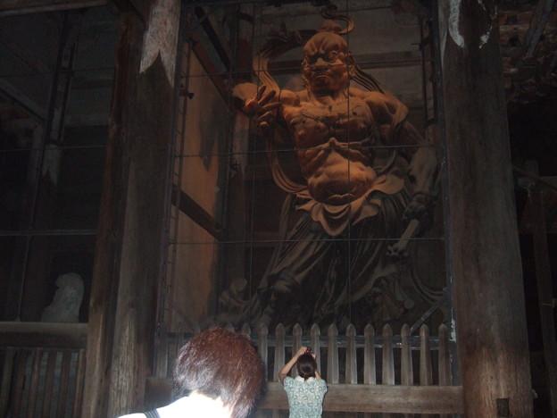 写真: 東大寺南大門・金剛力士像(吽形)