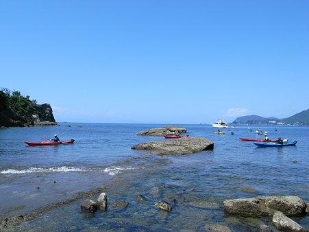 岩地遊歩道を抜けた先にある萩谷海岸