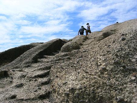 堂ヶ島天窓洞公園の海岸線の上り坂
