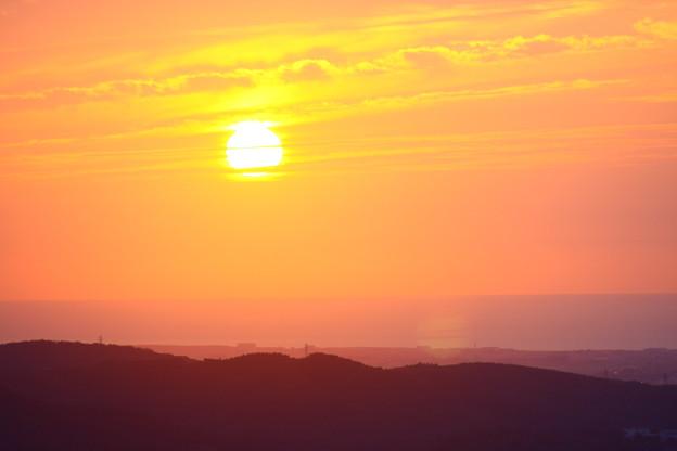 写真: 夕日と夕焼けに染まる日本海! 17:27