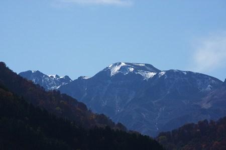 白山雪化粧!   白山スーパー林道 国見展望台から