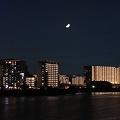 R0025130 - 多摩川べり、上弦の月
