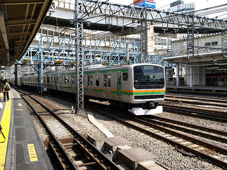 E231系東海道本線(横浜駅)