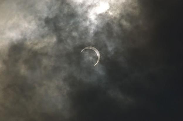 ピーク時を過ぎた金環日食_5357