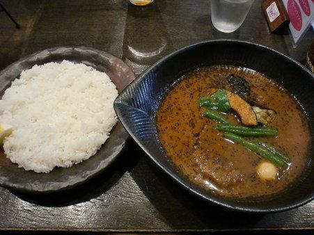 Lavi琴似 ジューシーハンバーグto野菜カレー(ライス大盛り)