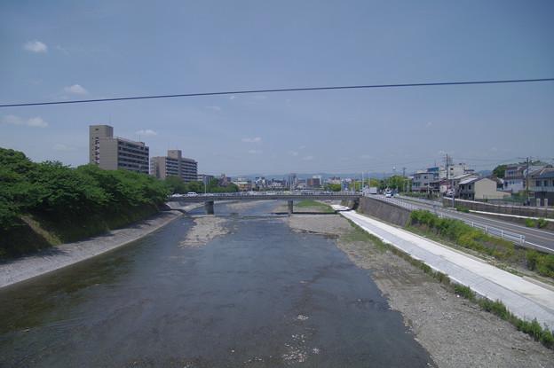 s6934_車窓_鴨川
