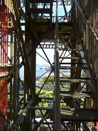 091012-マリンタワー 階段 (12)