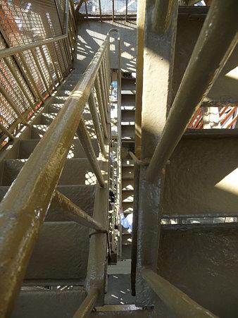 091012-マリンタワー 階段 (21)
