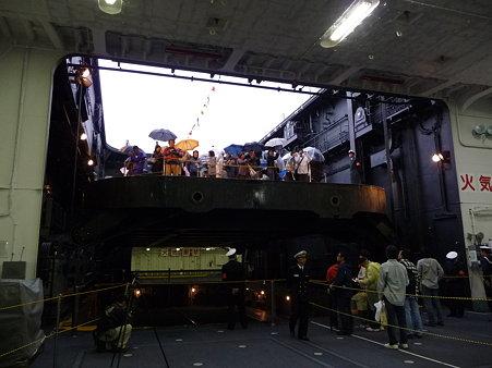 091024-ひゅうが 格納庫から船首リフター (24)