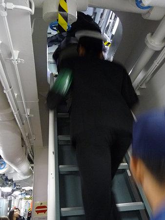 091024-ひゅうが 艦橋内 (19)