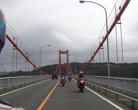平戸大橋を渡る