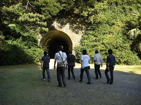 隧道をくぐって