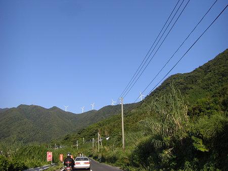 風車のある風景・・・前の車遅っ!