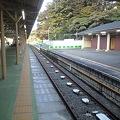 写真: 京王多摩動物公園駅 1番線・降車ホーム・トイレ