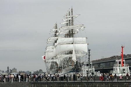 2009.07.20 みなとみらい 日本丸・海王丸総帆展帆作業開始-3