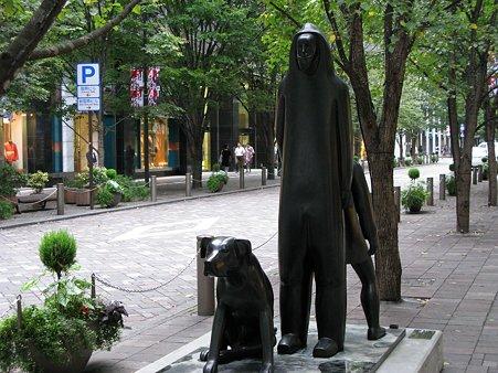 2009.10.03 丸の内仲通り 二人の人物と犬 1988 デトルフ・クラフト