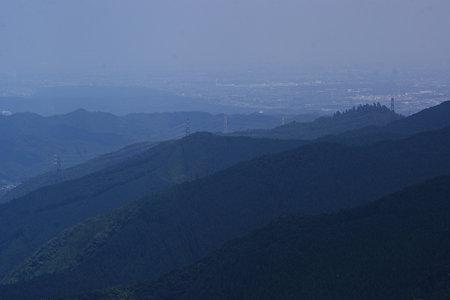 山頂から観る山並み090815-658