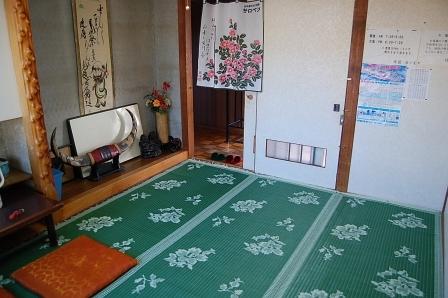 廊下と客室は、引き戸1枚で隔てられている