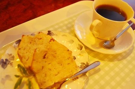 ハーブ入りパウンドケーキ(コーヒーセット)630円
