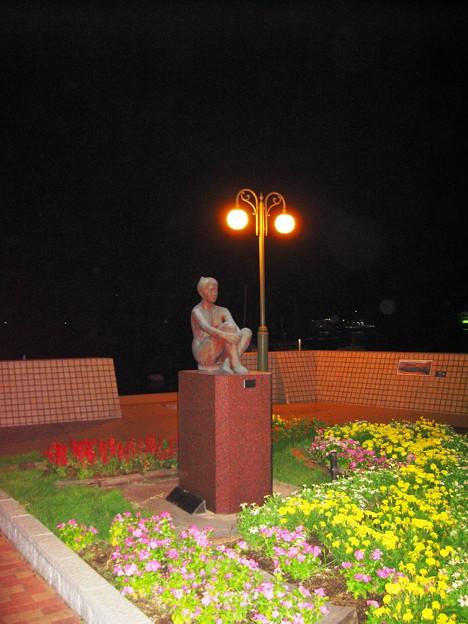 海辺の美術館、宵の花園、河野敬子作「心」