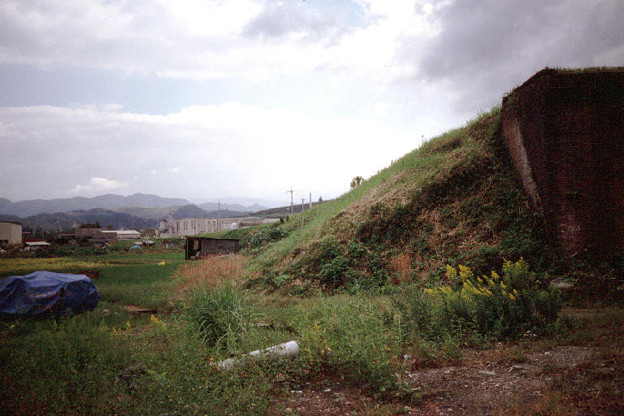国鉄川端線(貨物線)の橋台と築堤跡(1998/10/8)(s113-8)