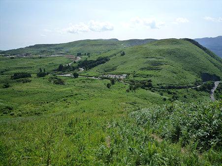 平尾台 吹上峠から、平尾台自然の郷方面を見る