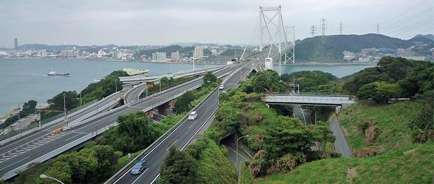 和布刈公園から関門橋を見る