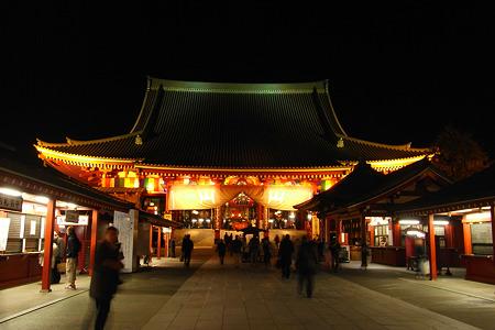 浅草寺本堂の夜