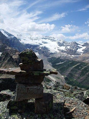 Victoria Glacierと石像