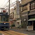 写真: 腰越の江ノ電