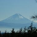 かすむ富士山