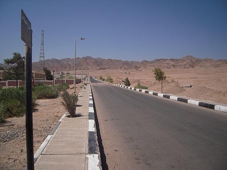 シャルム・ッシェーフの長距離バスターミナルへの道