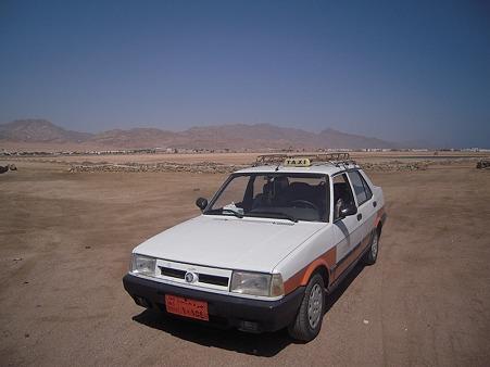 砂漠のタクシー