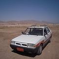写真: 砂漠のタクシー