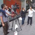 写真: 街頭でのテレビ撮影